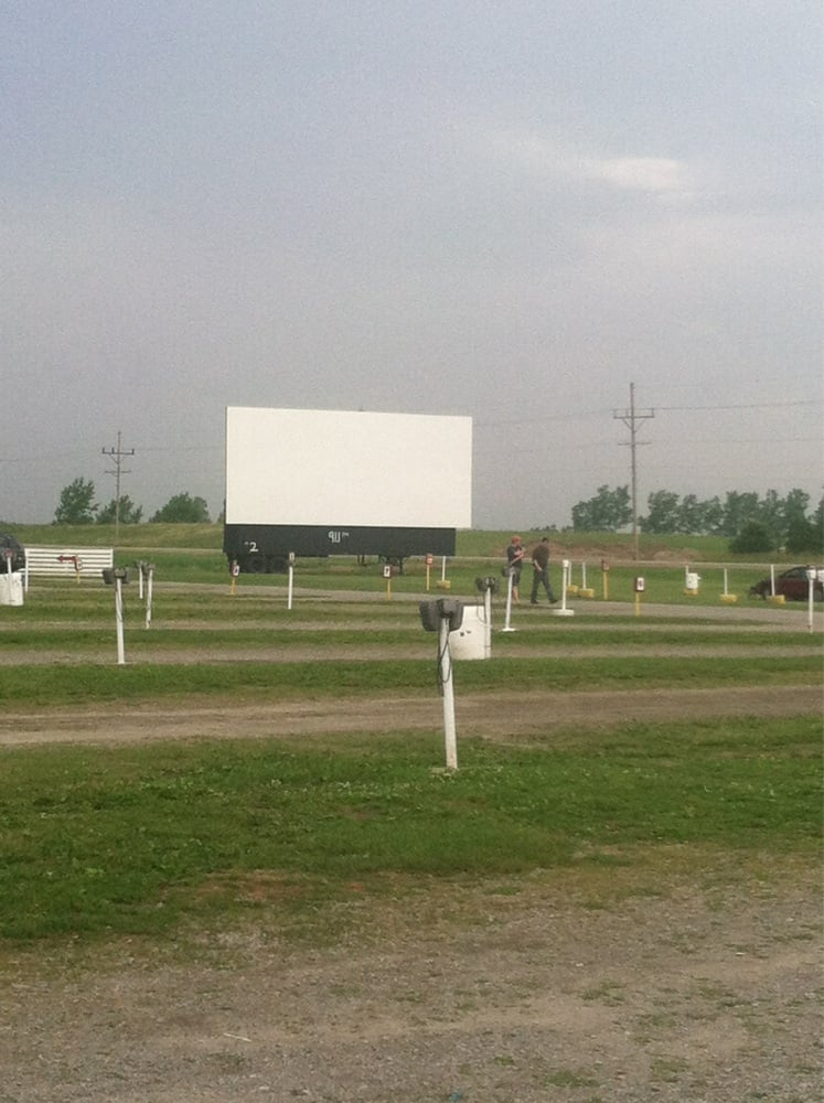 Van-Del Drive-In: 19986 Lincoln Hwy, Middle Point, OH