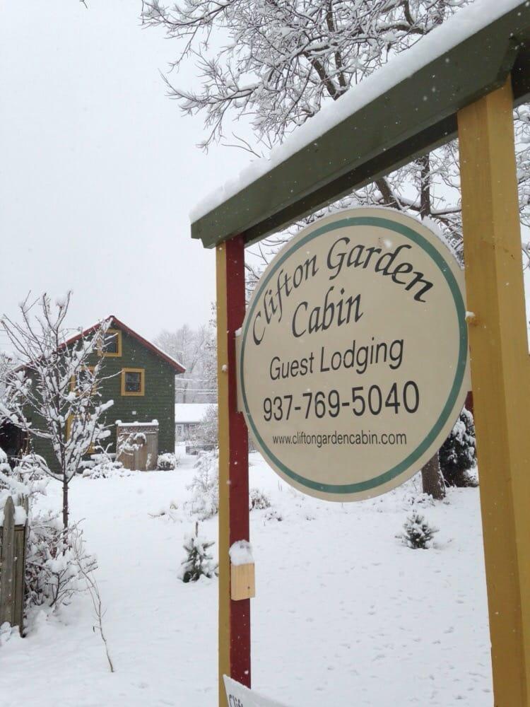 Clifton Garden Cabin: 8 Clinton St, Clifton, OH