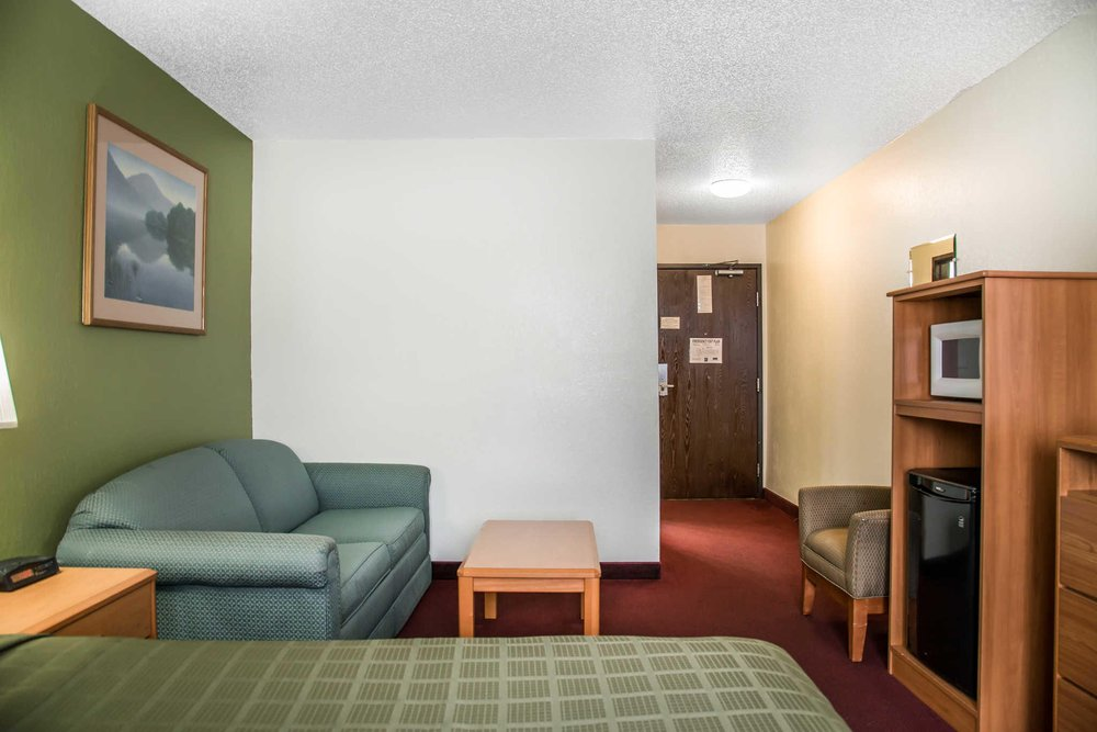 Quality Inn: 811 Dominion Drive, Hudson, WI