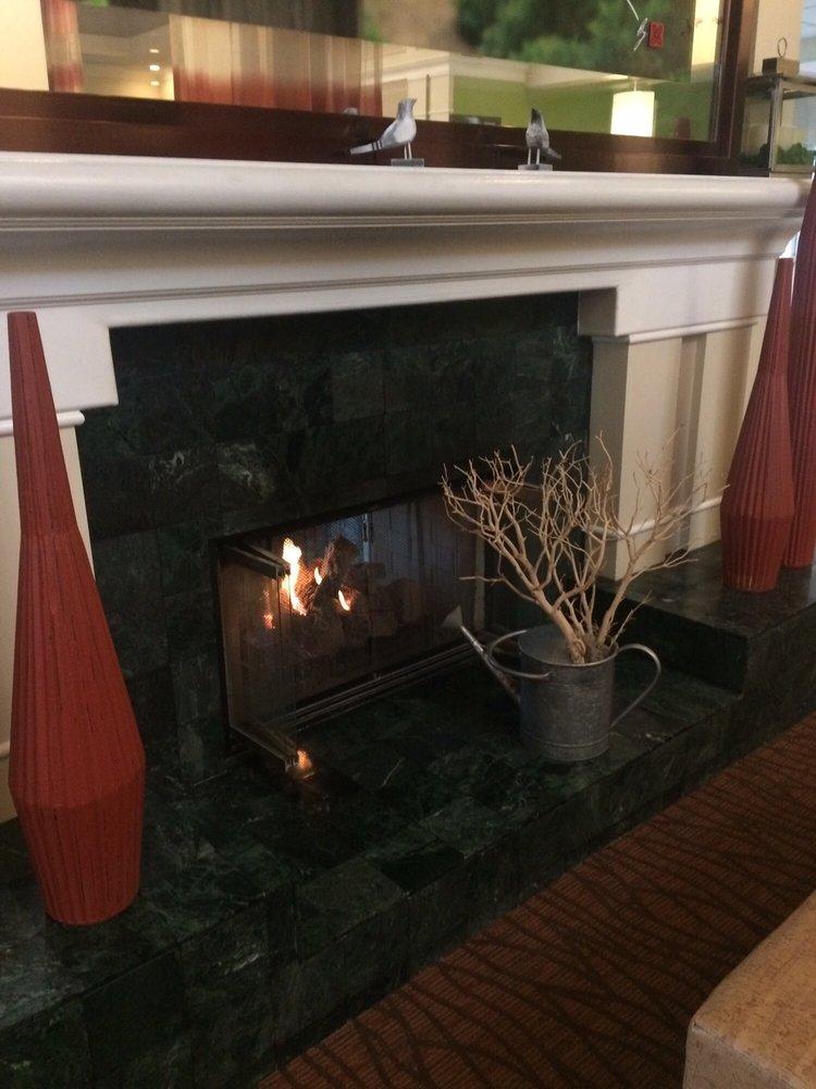 Fireplace in hotel yelp for Hilton garden inn bakersfield ca