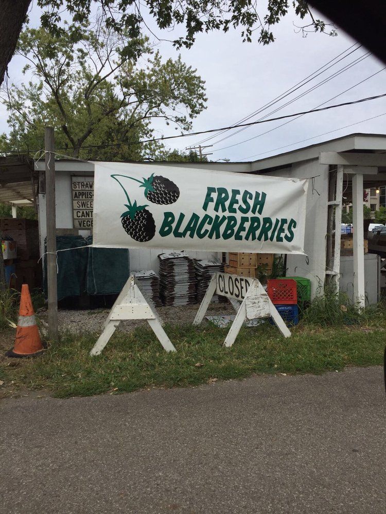 Willie's Farm Market: 7136 Pearl Rd, Middleburg Heights, OH