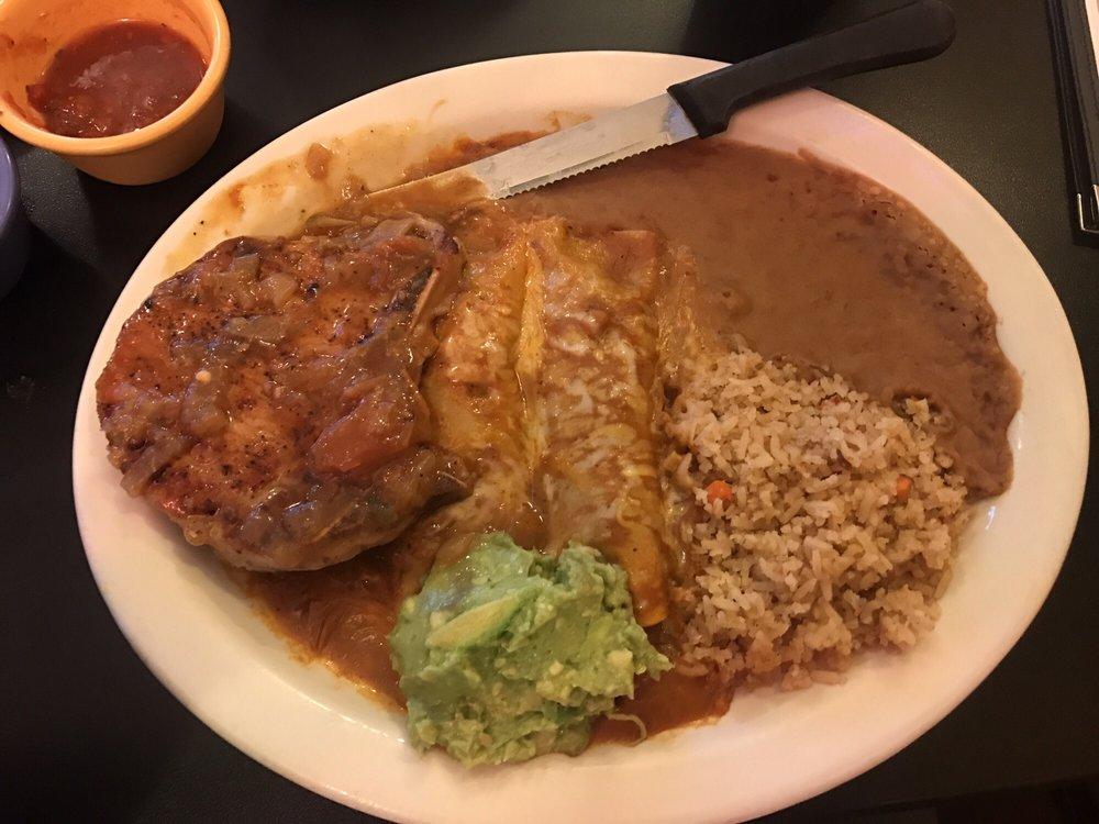 Dos Hermanos Mexican Restaurant: 106 E Houston Hwy, Edna, TX