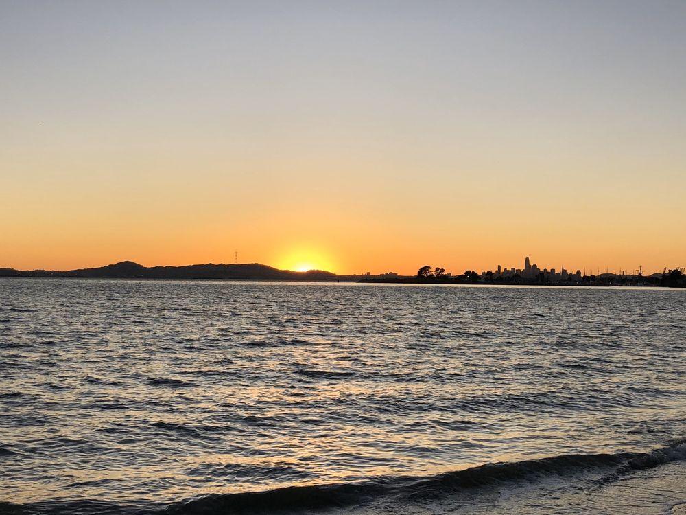 Alameda Beach: Shoreline Dr, Alameda, CA