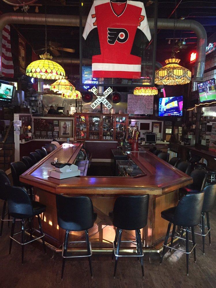 Old Rail Tavern: 101 Clements Bridge Rd, Barrington, NJ