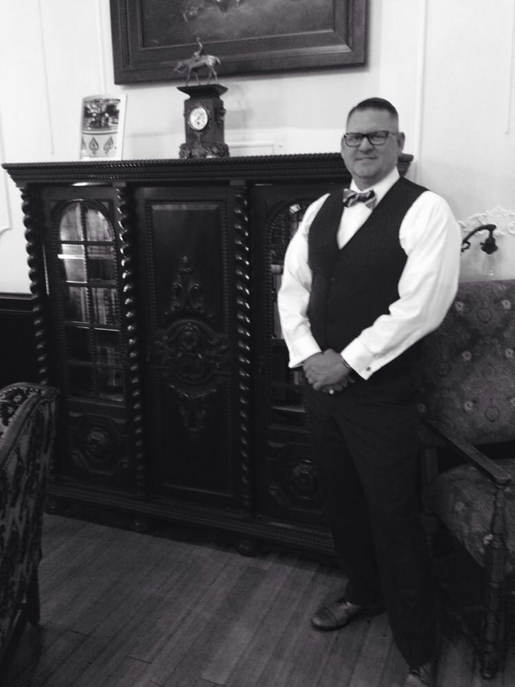 perfect 1920 39 s haircut by victor at vinnys yelp. Black Bedroom Furniture Sets. Home Design Ideas