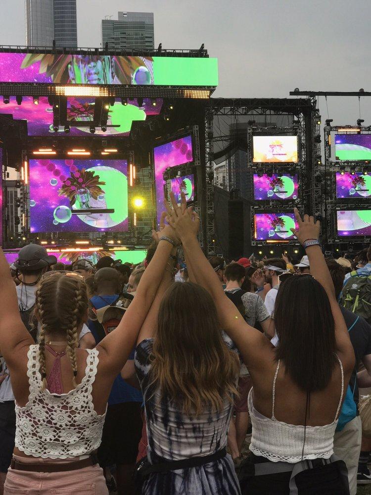 Lollapalooza: 300 E Congress Pkwy, Chicago, IL