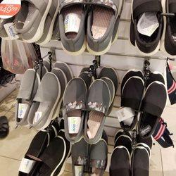 00a7c58417de Crocs - 21 Photos   13 Reviews - Shoe Stores - 2360 Kalakaua Ave ...