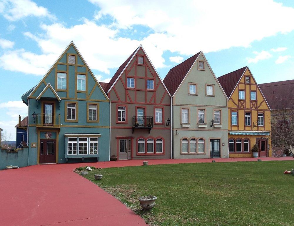 Stoudtburg Village: Stoudtburg Rd, Adamstown, PA
