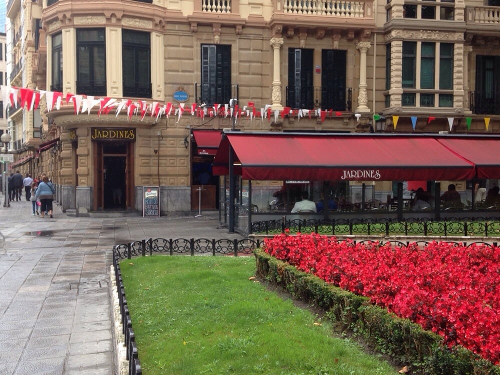 Jardines bars plaza done bikendi 1 bilbao vizcaya for Jardines 4 bilbao