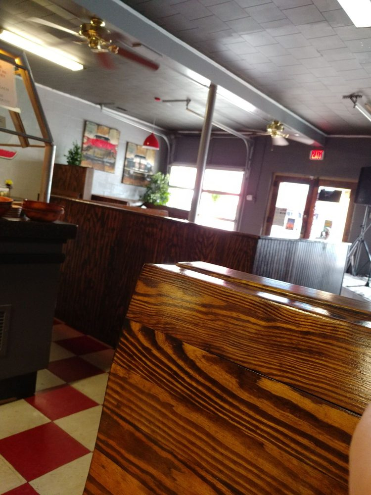 Hometown Pizza Cafe: 407 Main St, Water Valley, MS