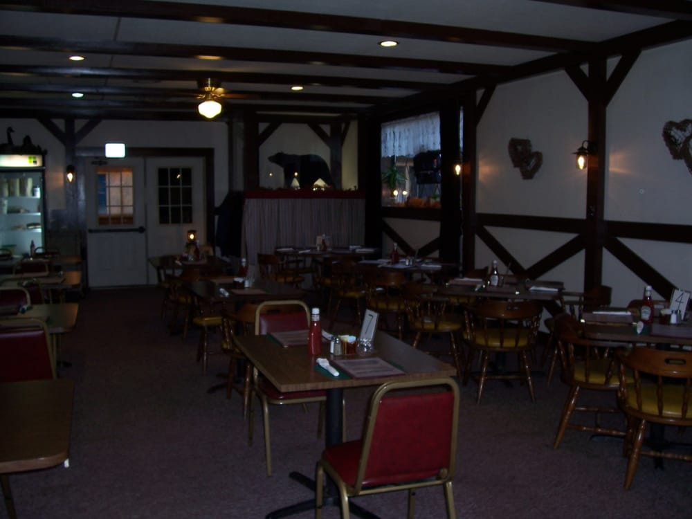 Cook Forest Country Inn: 5491 Forest Rd, Vowinckel, PA