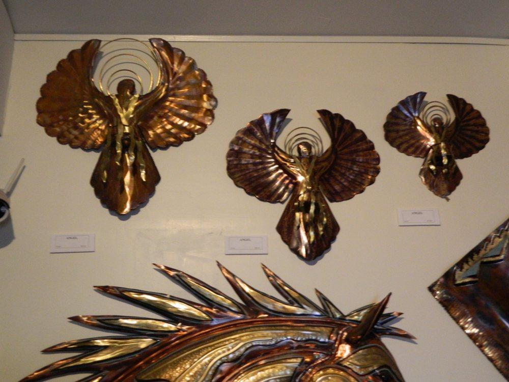 Dolan Springs Art Gallery: 16011 N Pierce Ferry Rd, Dolan Springs, AZ