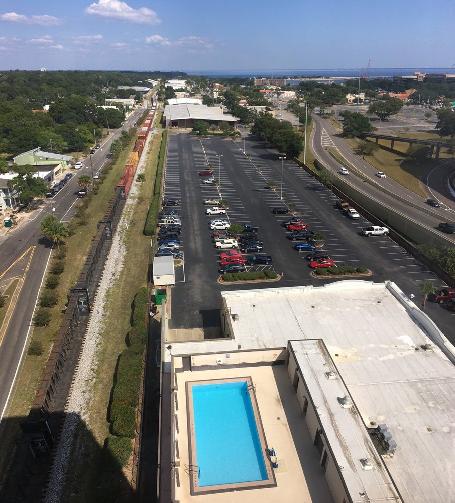 Crowne Plaza Pensacola Florida Panhandle: Pool, Plenty Of Parking, And The Train Running Down The