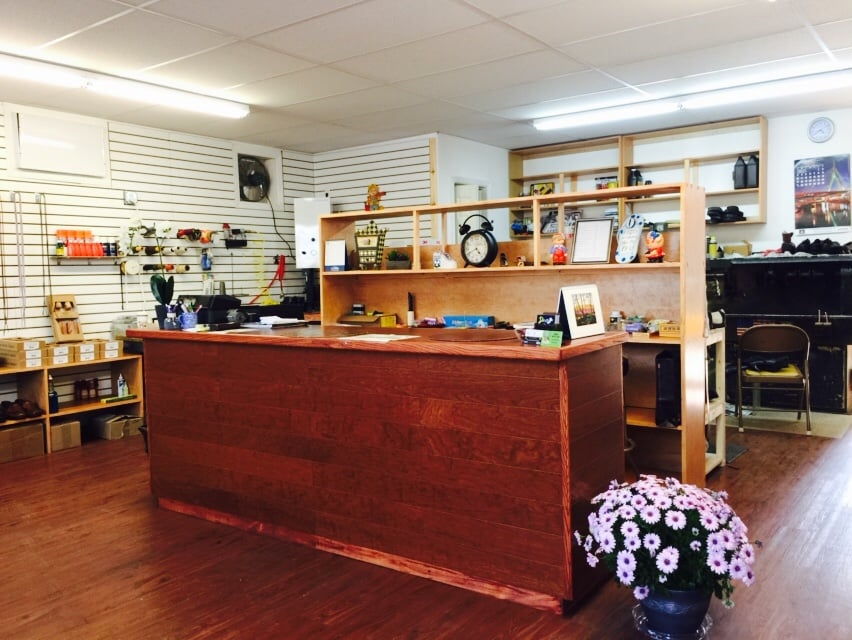 Danny's Shoe Repair: 376 Larkfield Rd, East Northport, NY