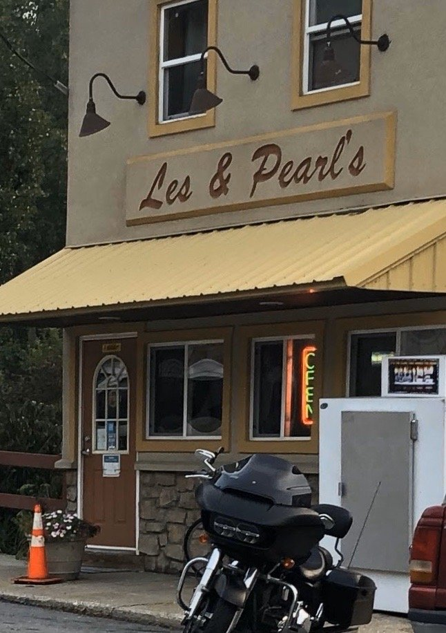 Les & Pearl's: 612 Water St, Union Mills, IN