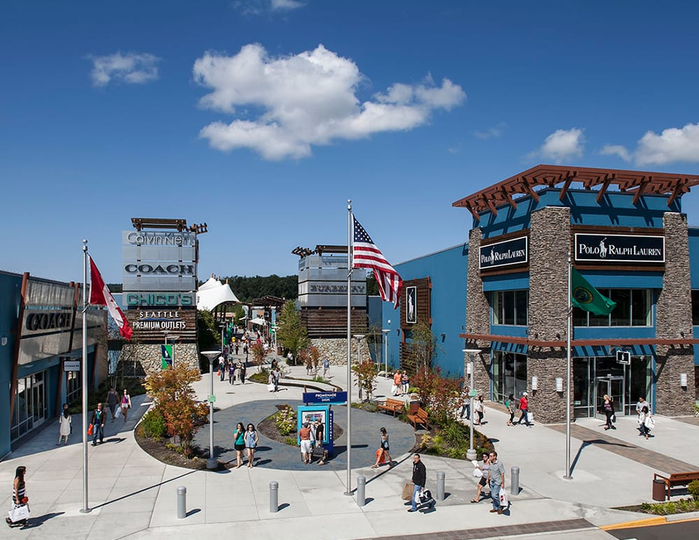 Stores: This center has 7 outlet stores Washington Outlets Our Washington outlet mall guide lists all the outlet malls in and around Washington, helping you locate the most convenient outlet shopping according to your location and travel plans.
