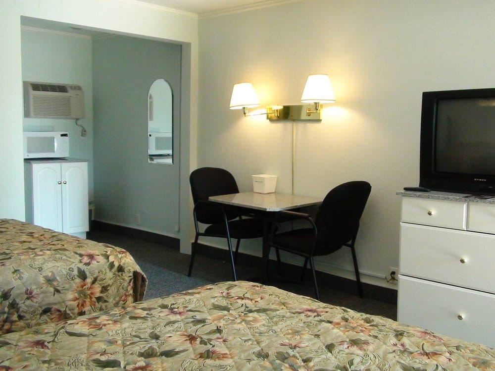 Murray Plaza Lodge: 506 S 12th St, Murray, KY