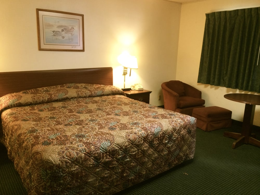 Rapids Inn and Suites: 3300 8th St S, Wisconsin Rapids, WI