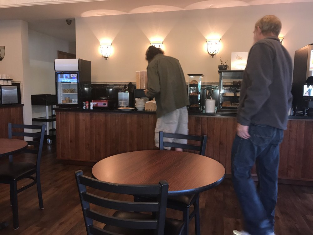 Redwood Hyperion Suites: 815 NE 6th St, Grants Pass, OR