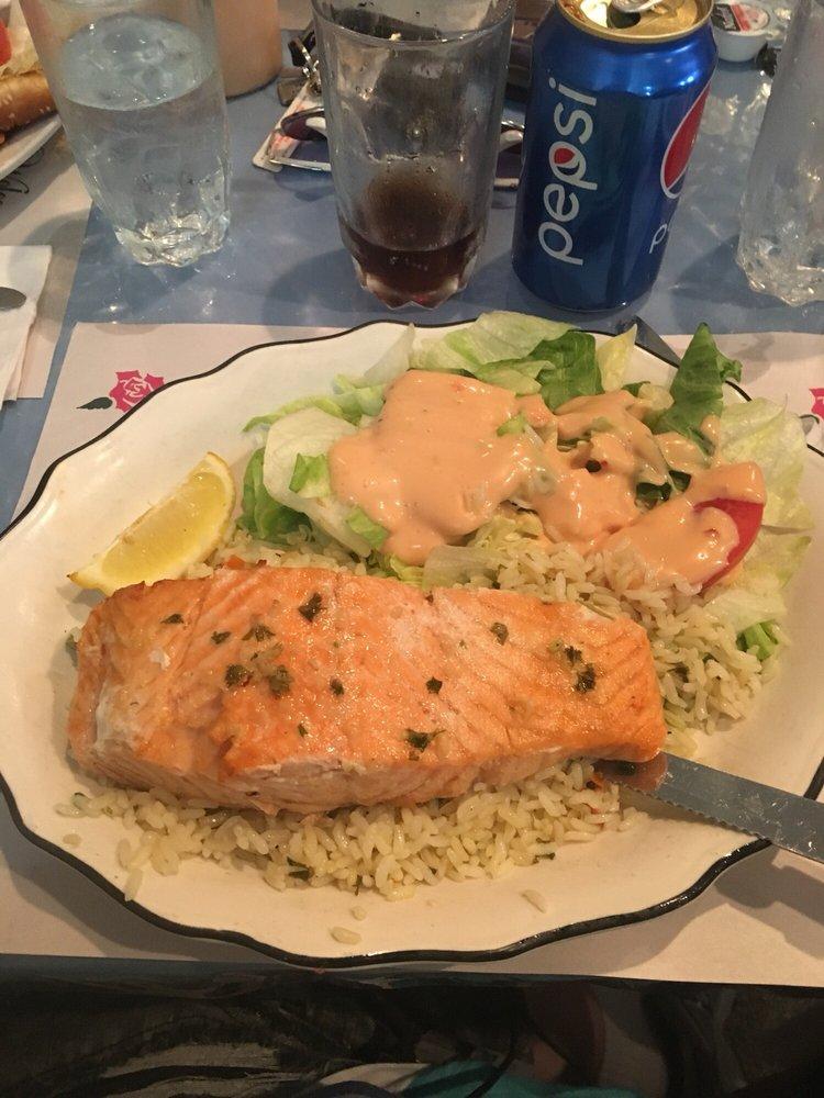 Filet de saumon et salade maison et riz 15.95$ en table d ...