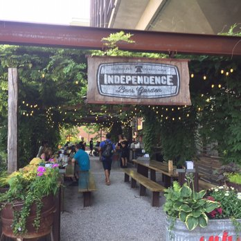 Independence Beer Garden 360 Photos 323 Reviews Beer Gardens 100 S Independence Mall W