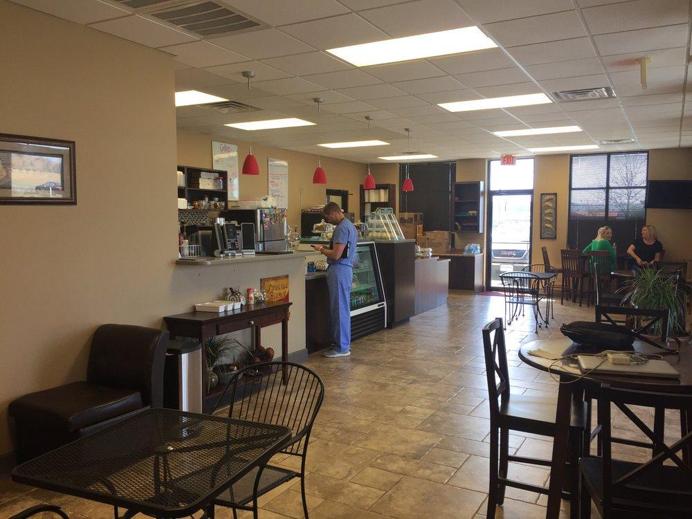 Lulus Coffee Shop: 951 US Hwy 80 W, Demopolis, AL