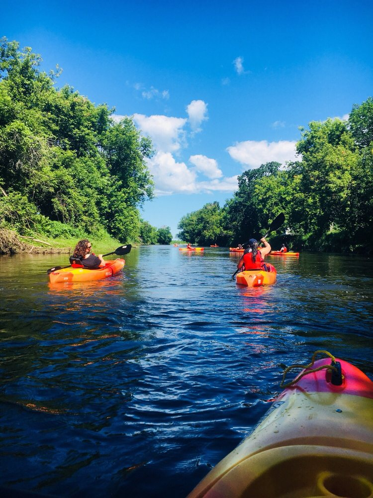 Kayak Safari: 2 Rue Henderson, Huntingdon, QC