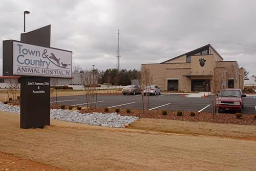 Town and Country Animal Hospital: 1642 Jefferson St S, Athens, AL