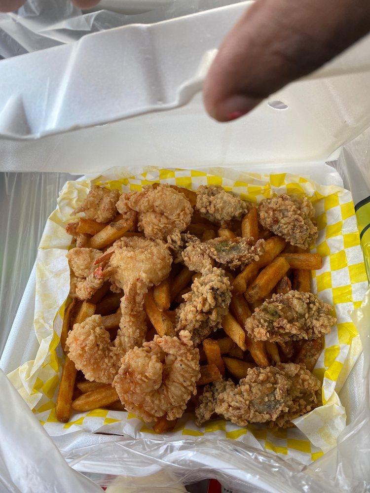 Red Claw  Juicy Seafood bar: 1100 Hillcrest Pkwy, Dublin, GA