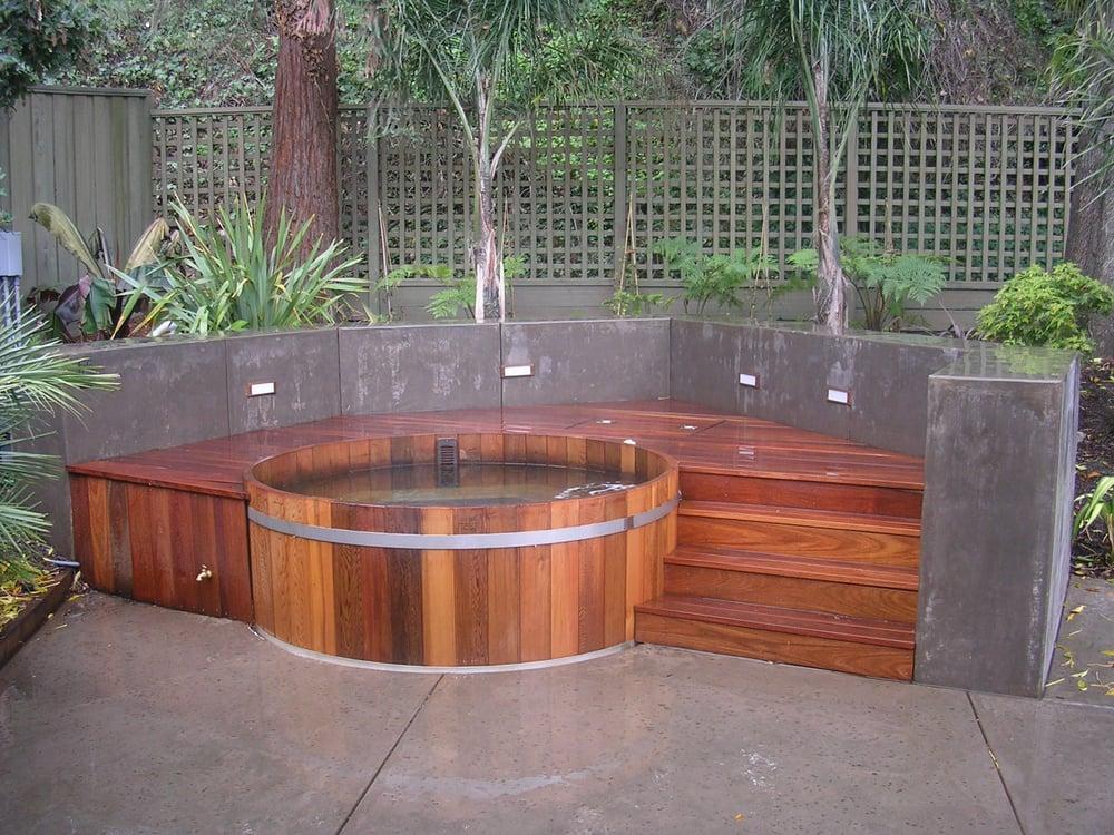 Northern lights cedar tubs hot tub pool 305 mckay for Florida hot tubs