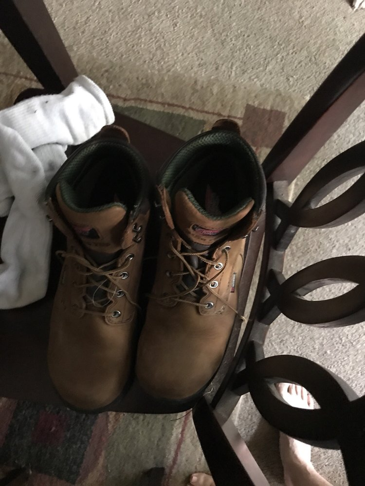Larry's Shoe Repair: 704 W Jefferson St, Brooksville, FL