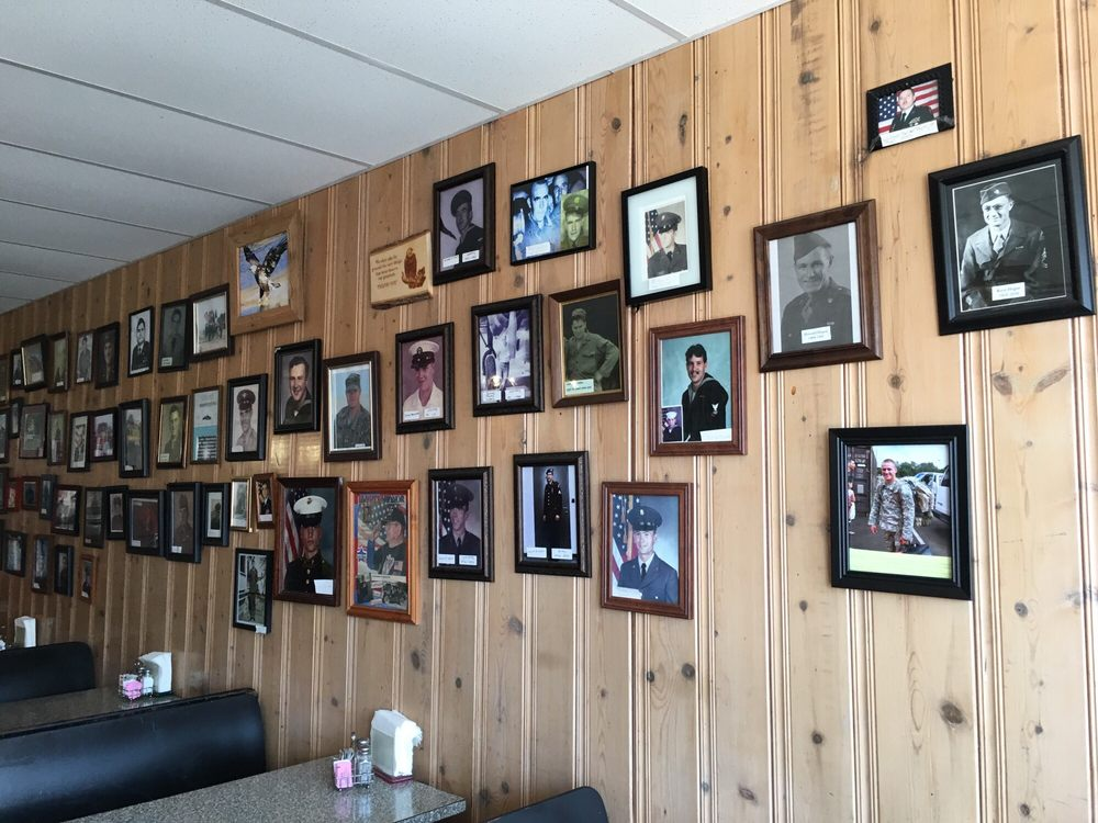 Big Bertha's Diner: 113 S Main St, Eskridge, KS