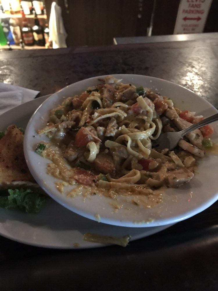 Elvis's Bar and Grill: 2016 Airport Rd, Pendleton, OR