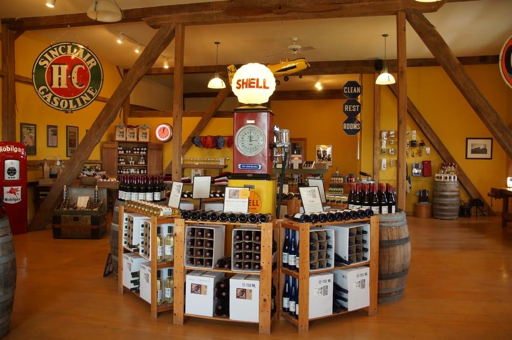 Botham Vineyards & Winery: 8180 Langberry Rd, Barneveld, WI