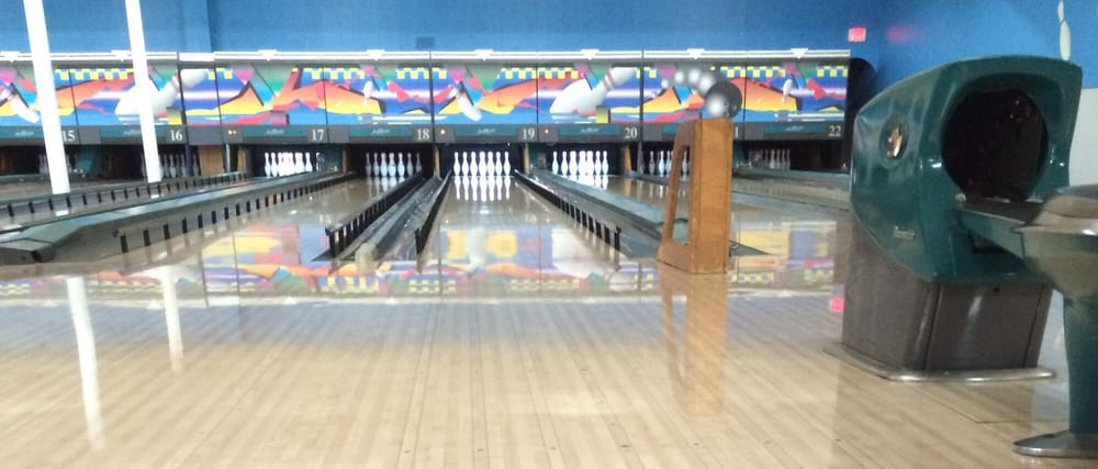 Bowling Center: 1231 S Scott St, Bluffton, IN