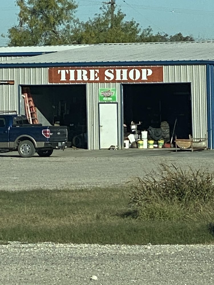 281 TIRE Service Center: 1994 Hwy 281, George West, TX