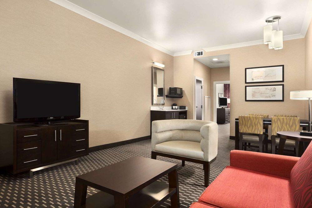Embassy Suites by Hilton St. Louis Downtown: 610 N 7th St, Saint Louis, MO