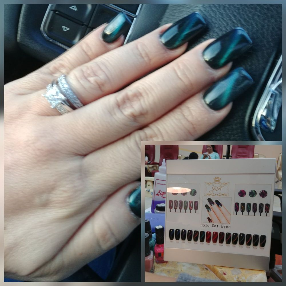 Special thanks to Jocelyn who did my nails ....new cat eye style ...