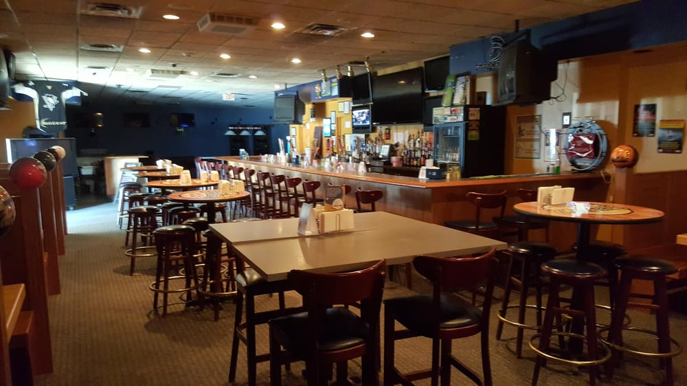 Splitz Sports Bar & Grille: 3825 E State St, Hermitage, PA