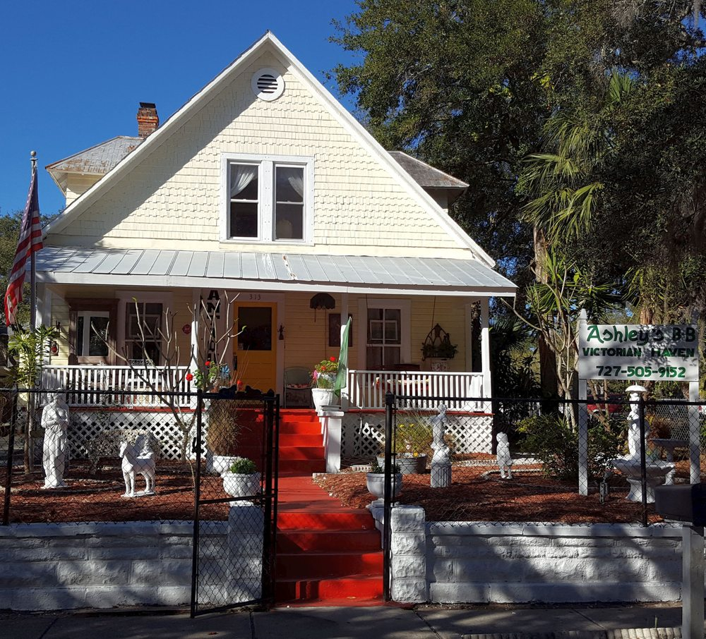 Ashley's Victorian Haven Bed & Breakfast: 313 N Grosse Ave, Tarpon Springs, FL