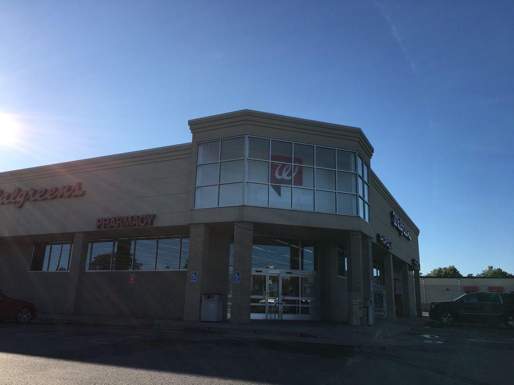 Walgreens: 1330 N Woodlawn St, Wichita, KS