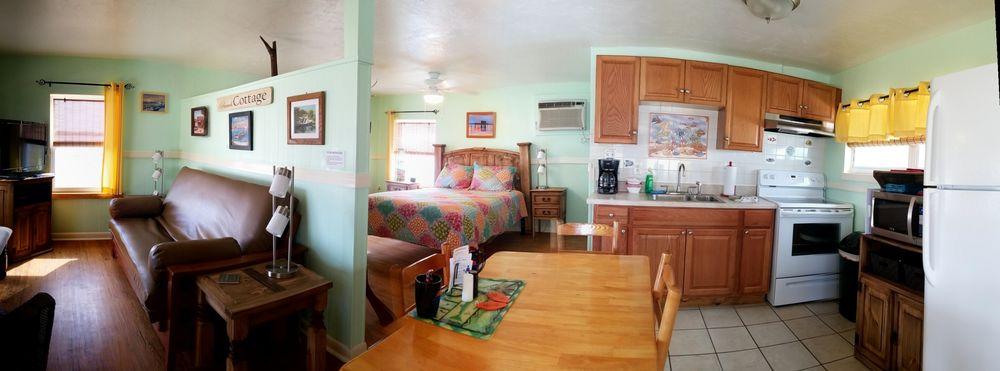 Faraway Inn: 847 Third St, Cedar Key, FL