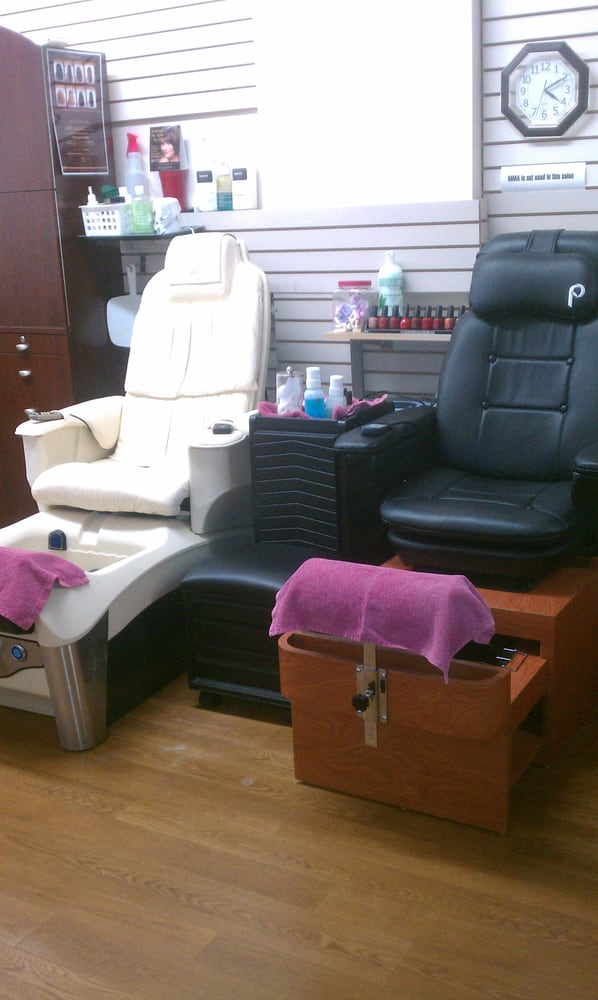 Avenue Hair Styling & Day Spa: 2717 N W Topeka Blvd, Topeka, KS
