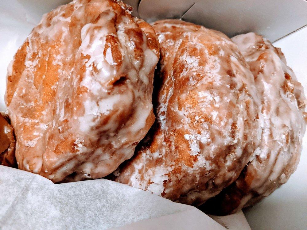 Davis Donut House: 652 W Main St, Forest City, NC