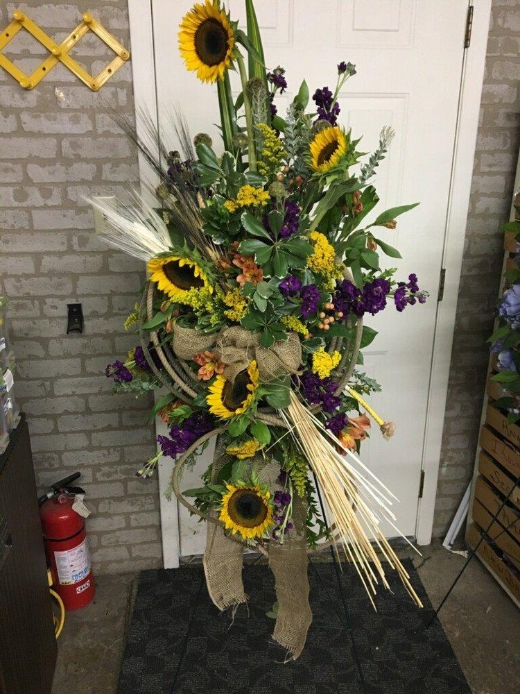 Brenda's Flowers & Gifts: 2 Newport Rd, Batesville, AR