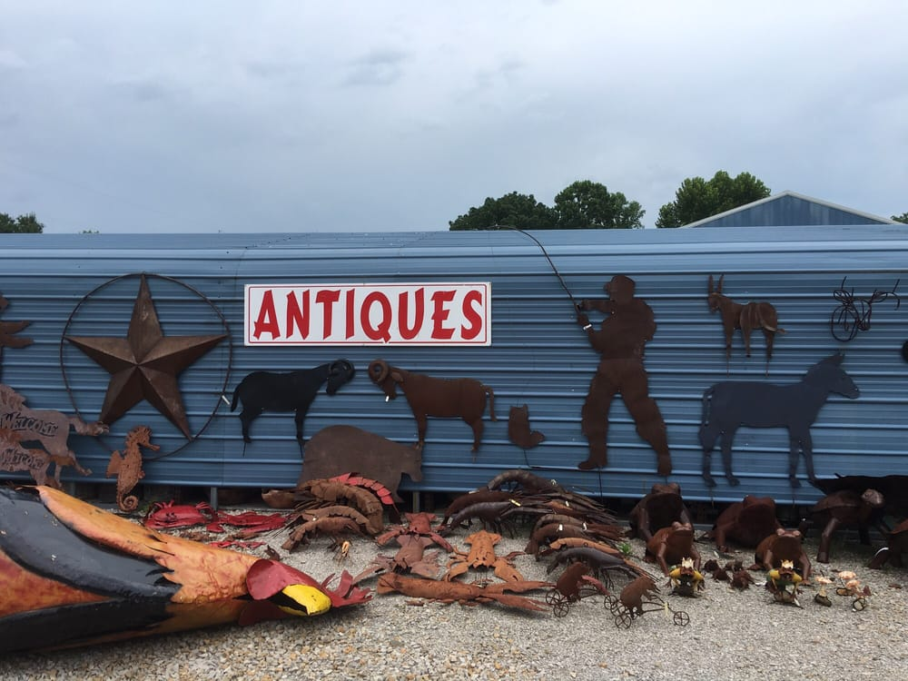 Midwest Antiques and Collectables: 439 E St Rd 64, English, IN