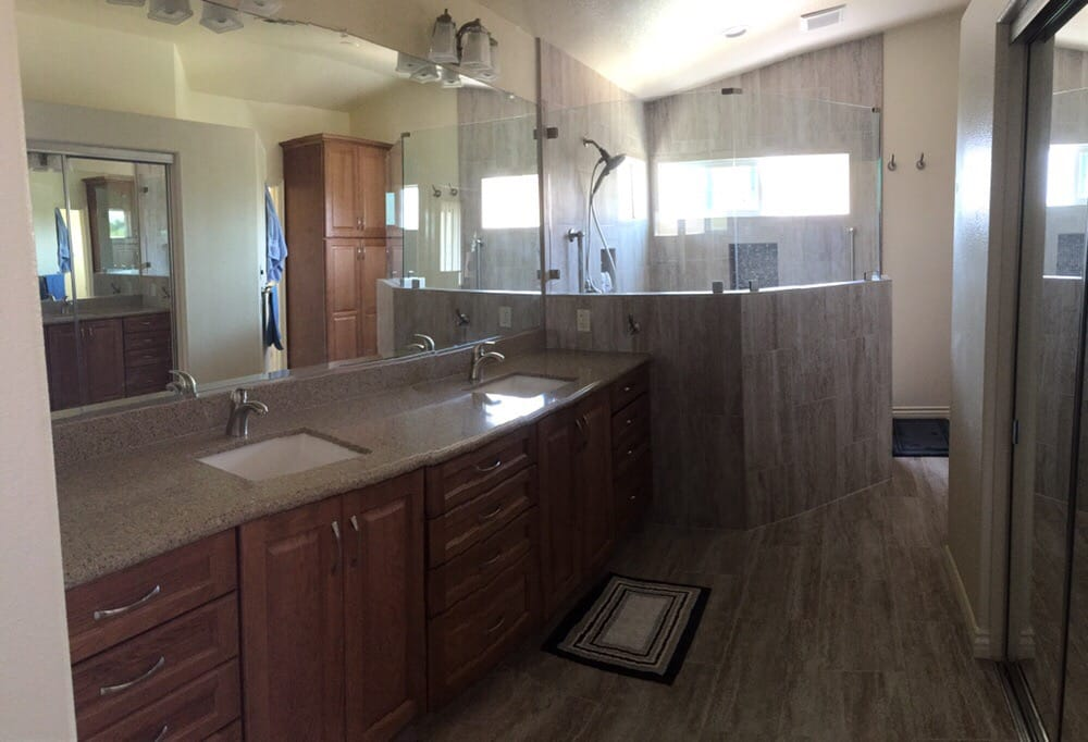 Is Mixing Kitchen Cabinet Finishes Okay Or Not: Traditional Colors Mix