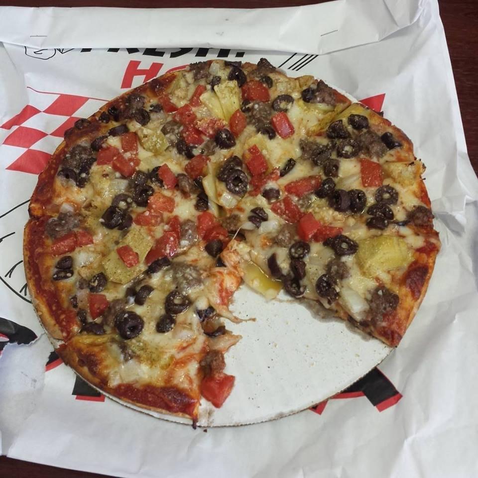 Cedar River Pizza Co: 105 N Main St, Charles City, IA
