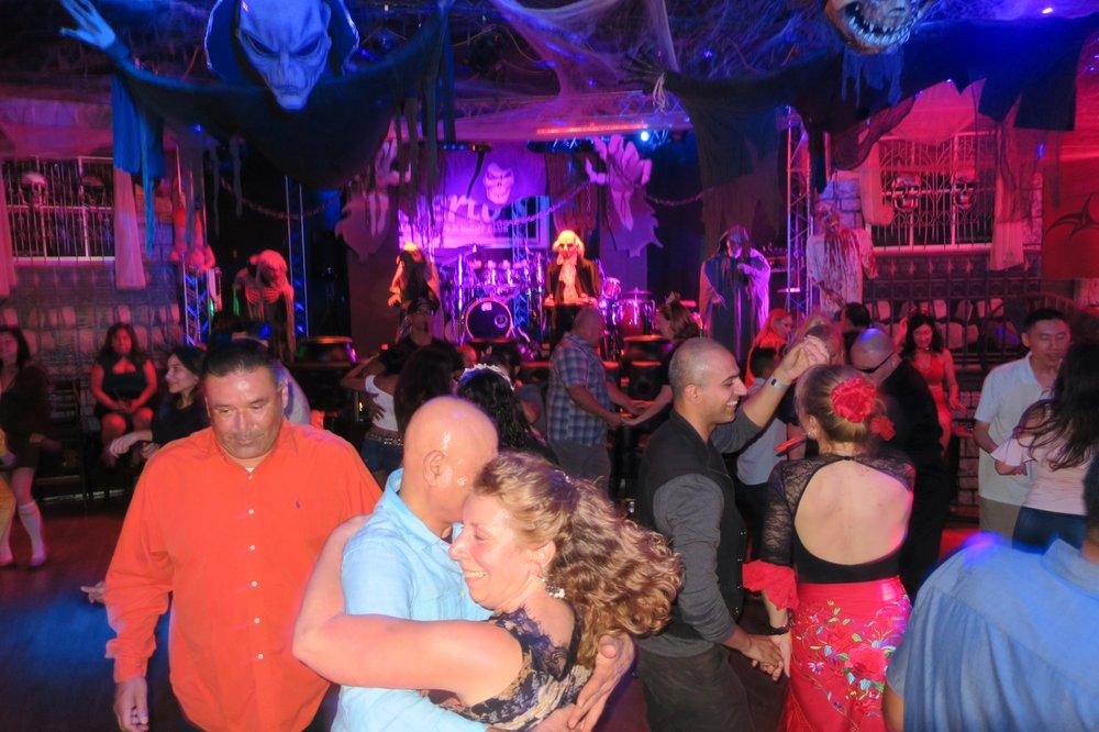 Alberto's Night Club