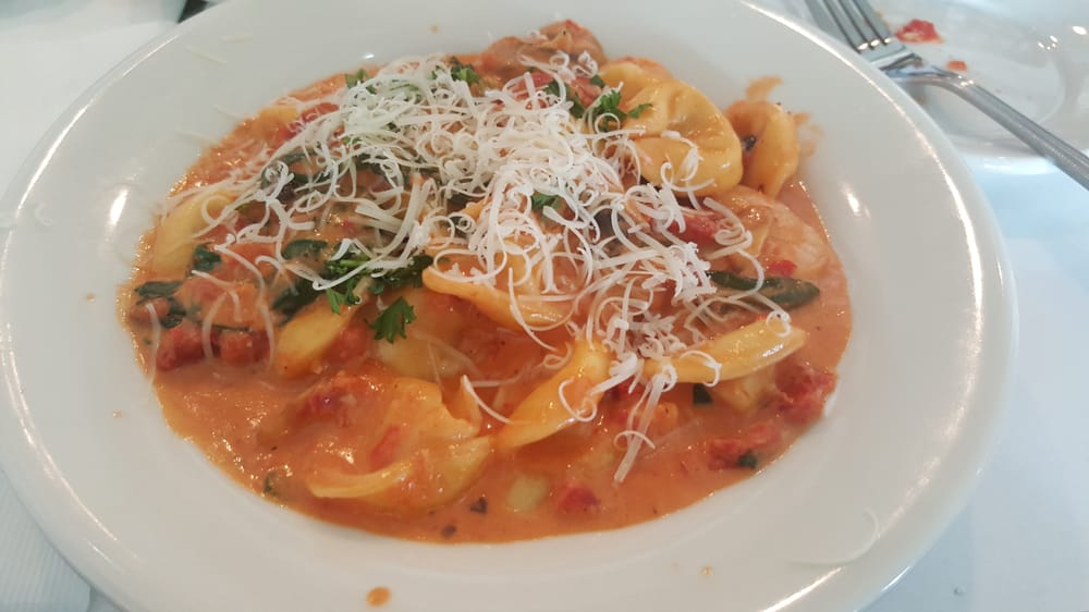 Tortellini pasta with sun dried tomatoes spinach and for Mama s italian kitchen